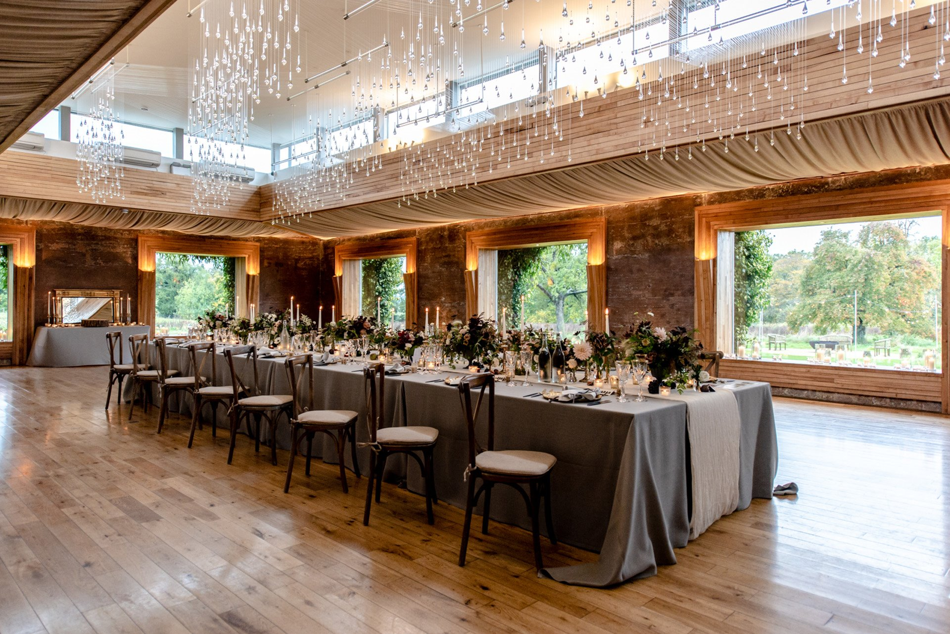 Micro wedding dinner in a beautiful candlelit covid safe wedding venue in cotswolds