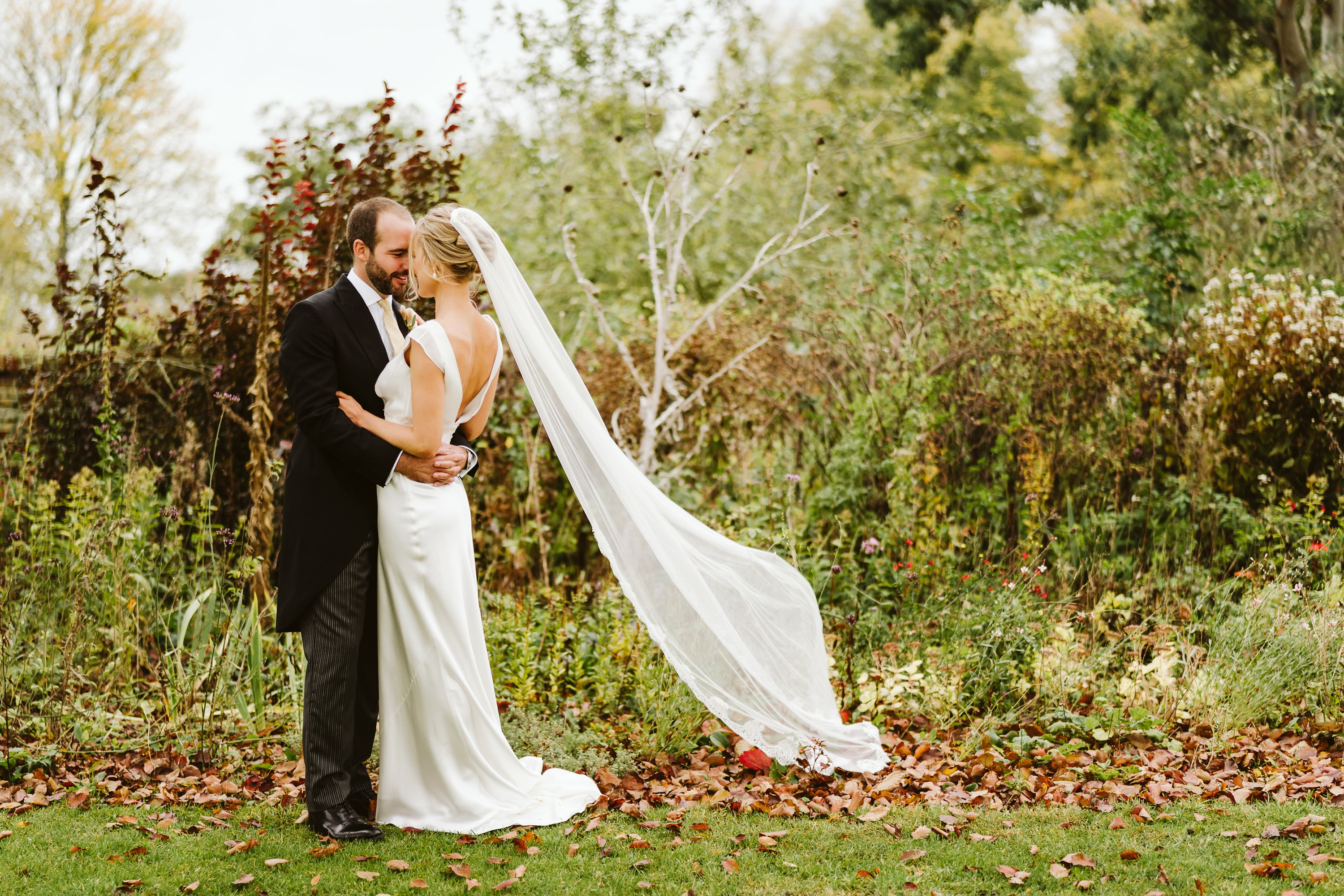 autumn wedding couple shot